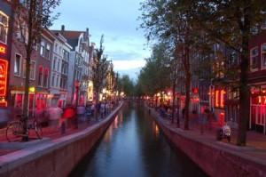 El Barrio Rojo se encuentra situado en el casco antiguo de la ciudad
