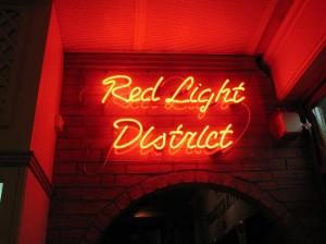 El barrio rojo de Ámsterdam es una de las atracciones turísticas más fuertes del país